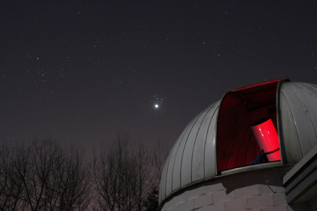 Telescope showing through opening in Veen Observatory